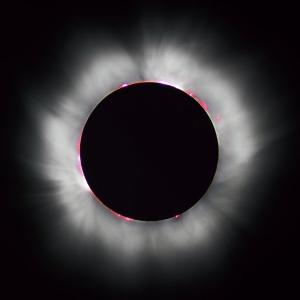 Астрофизики давно пытались объяснить, почему солнечная корона настолько горячее поверхности Солнца, но только теперь можно сказать, что их предположения, хотя бы отчасти, подтвердились. (На фото с сайта en.wikipedia.org: солнечное затмение 11 августа 1999 года, вид с территории Франции.).